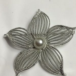 Vintage Sarah Coventry Flower Pin